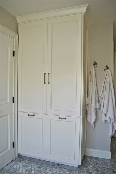 Linen Cabinets For Bathroom by Best 25 Bathroom Linen Cabinet Ideas On Bathroom Linen Closet Small Linen Closets