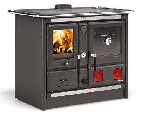 stufa a gas per cucinare la cucina di una volta per cuocere e riscaldare come con