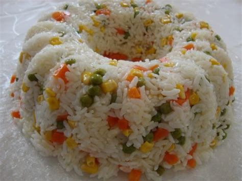 bezelyeli etli pilav tarifi bezelyeli pirin 231 pilavı resimli oktay usta yemek