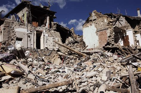earthquake latest italy reels in aftermath of deadly 6 2 magnitude earthquake