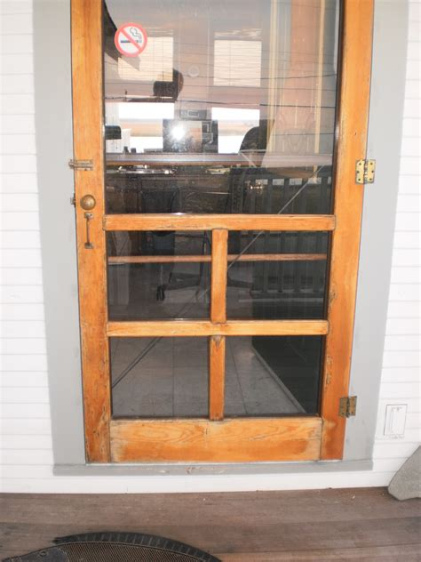 24 Wood Screen Door by Help Cleaning Up A Wooden Screen Door The Hull