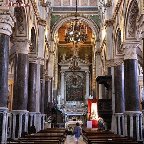 l interno della l interno della cattedrale di altamura puglia foto