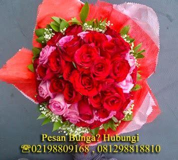 Bunga Vas Hdiah Wisuda Kado Ulang Tahun toko bunga jakarta florist flowers shop indonesia