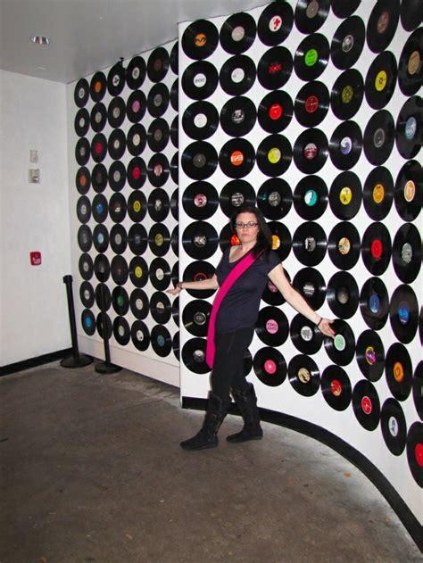 wanddeko mit schallplatten 98 ausgefallene ideen f 252 r deko aus schallplatten