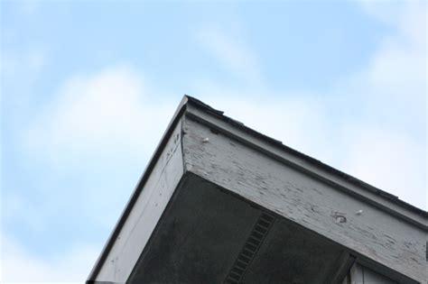 flashing    top edge   asphalt shed type