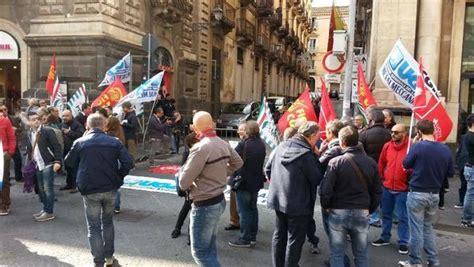 mobilità in deroga 2014 sicilia stop a mobilit 224 in deroga 232 allarme sit in per