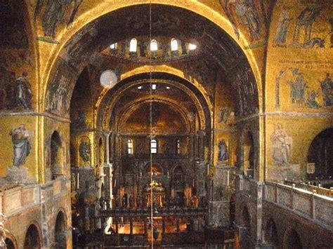 san marco venezia interno interno dalla galleria foto di basilica di san marco
