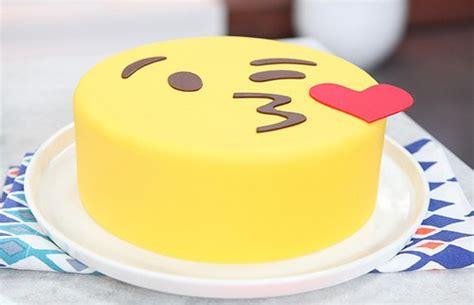 pasteles de emojis tortas de emoticones para cumplea 241 os blogichef recetas de cocina comida