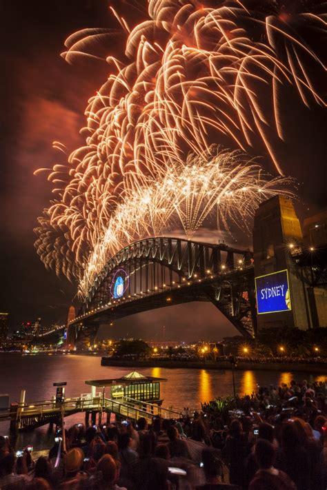 best restaurant new year sydney sydney new years fireworks 2013 2014 sydney harbour