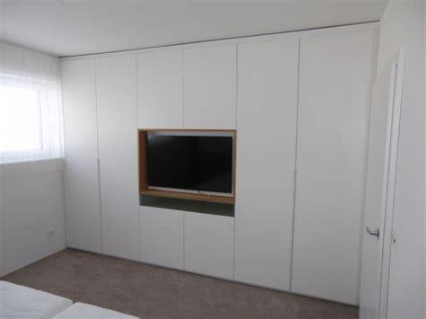 Kleiderschrank Mit Tv by Kleiderschrank Mit Tv In Schleiflack Ral 9016