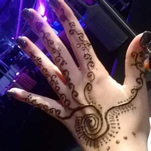 hire temporary treasures henna tattoo artist in newport