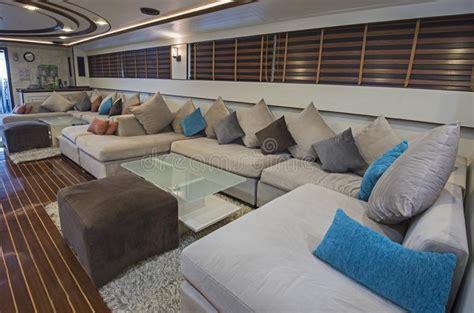 interno yacht interno di grande area salone dell yacht di lusso