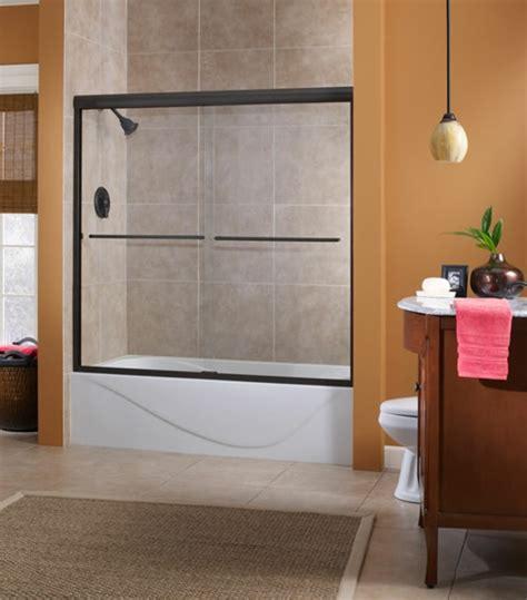 encadrement baignoire le pare baignoire coulissant se soigne de votre confort