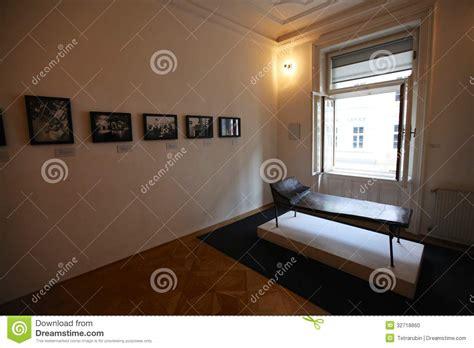 psychoanalysis couch psychoanalysis couch in sigmund freud museum in vienna