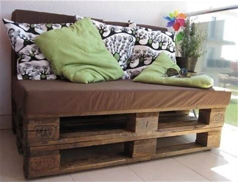 pallet couch diy comfortable pallet sofa for your lounge 101 pallets