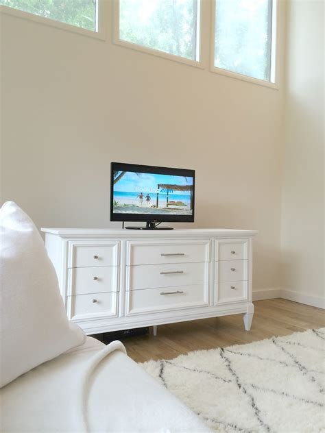 dresser in living room livelovediy how to paint furniture with chalk paint and