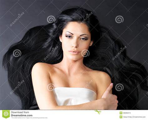 mujer con el pelo negro largo sano lujuriante foto de mujer hermosa con el pelo recto largo imagenes de archivo
