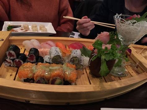 sumo sushi boat love boat sushi sashimi combo with spicy girl roll
