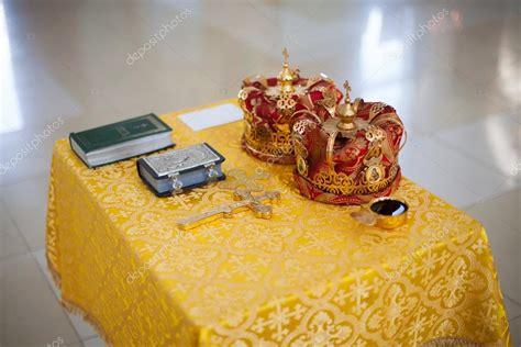 Utensilien Hochzeit by Orthodoxe Kirche Hochzeit Utensilien Auf Tisch Kreuz