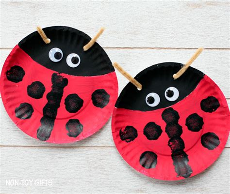 paper plate ladybug craft paper plate ladybug family crafts