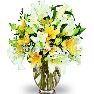 lilium in vaso bouquet di lilium in vaso di vetro consegna a domicilio