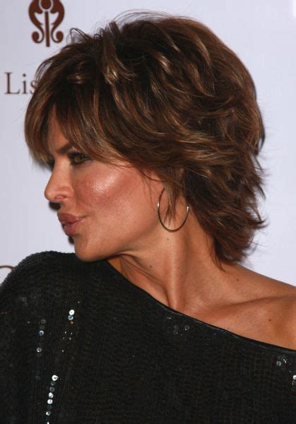 lisa rinna back of head side view with shoulder length haircut for women from lisa