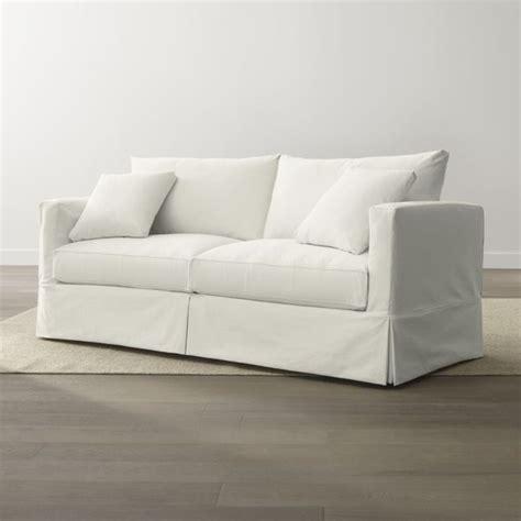 beach style sofas 25 best ideas about beach style sleeper sofas on