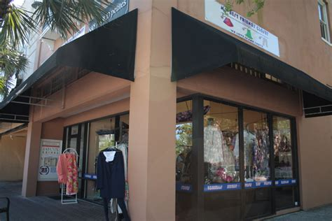 Your Best Friends Closet by Best Friend S Closet Celebrates A Year On The Square