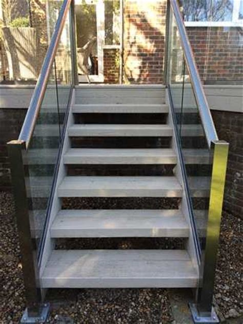 What S A Banister What Is A Glass Banister Staircase Glass Balcony Systems
