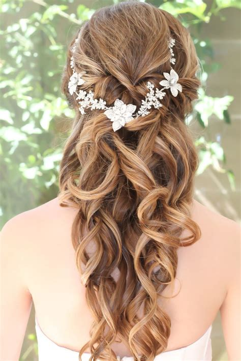 homecoming princess hairstyles 25 best ideas about beach wedding hairstyles on pinterest