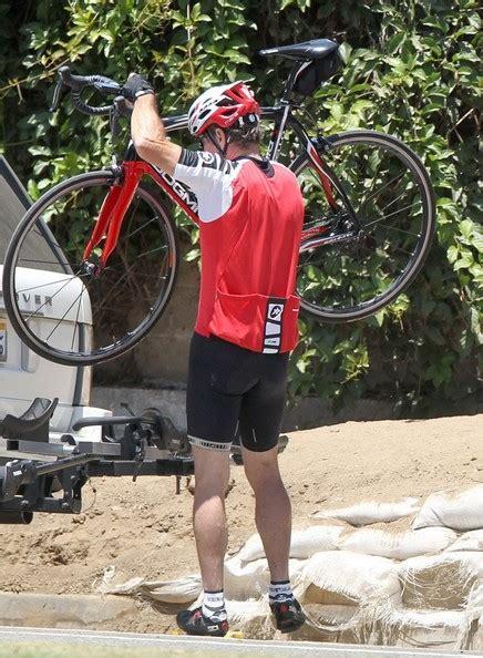 dennis quaid bike movie dennis kimberly quaid keep fit with a bike ride zimbio