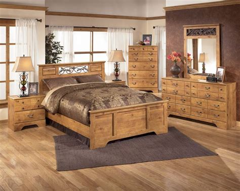 country pine bedroom furniture 17 best ideas about pine bedroom on chest of