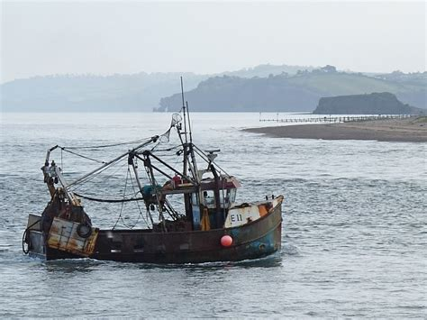 find a fishing boat uk and ireland fishing boat in the exe estuary 169 robin drayton