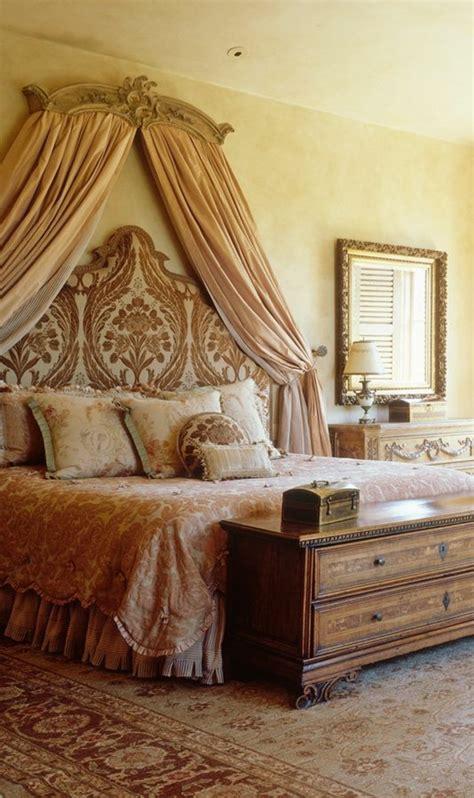 raum graue wand - Mediterrane Möbel