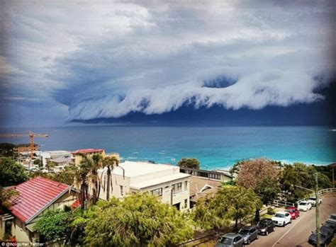A Gorgeous Image For Weekend Gloom by Sydney Weather Sees Shelf Cloud Roll Across The Sky
