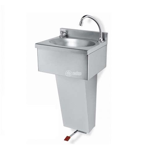 lavandini cucina acciaio lavandini in acciaio per ambulatori con comando a pedale