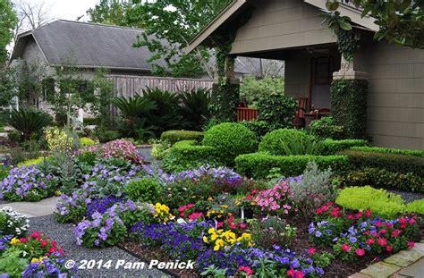 Flower Gardens In Houston Drive By Gardens No Lawn Flower Garden At Houston Heights Bungalow Digging Garden