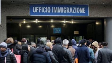 ufficio immigrazione soldi in cambio di permessi di soggiorno preso un