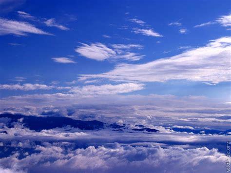 pemandangan  atas awan