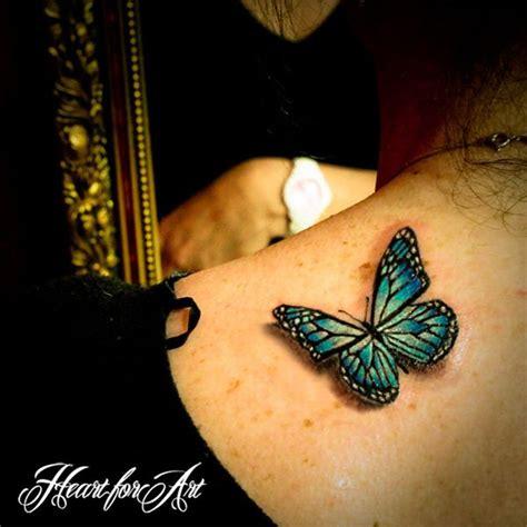 tattoo 3d femme idee tattoo papillon bleu aqua femme 3d haut du dos sous