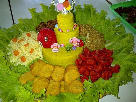 Chicken Sosis nasi kuning telur dadar iris kering tempe mie goreng sosis goreng chicken nuggets