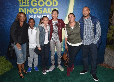 marcus scribner and his family a night to remember the good dinosaur premiere