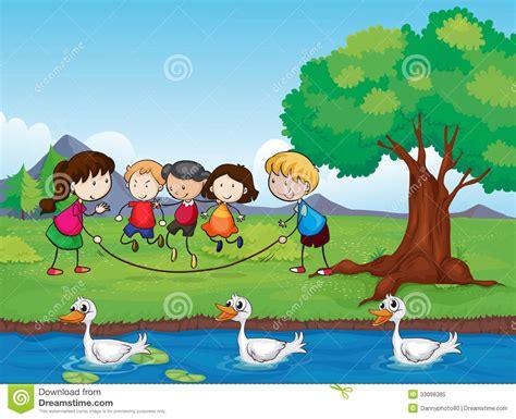 imagenes de niños jugando con agua jugar ni 241 os y patos en agua foto de archivo libre de