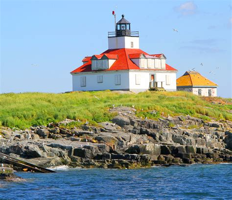 boat lights stay on lighthouse boat tours in maine visit maine blog