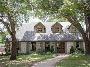 Fixer Upper Houses Hgtv Fixer Upper Brick House Is Old World Charm For Newlyweds
