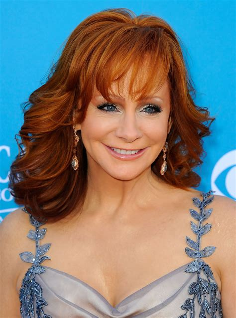female country singers hairstyles reba mcentire medium curls with bangs reba mcentire hair