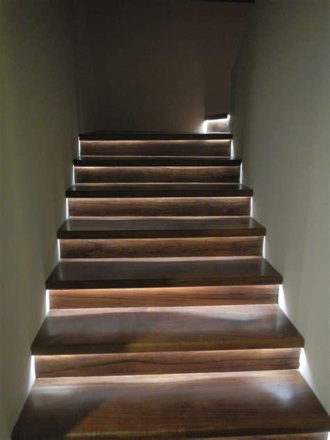 iluminacion indirecta led iluminaci 243 n indirecta en los escalones de la escalera con