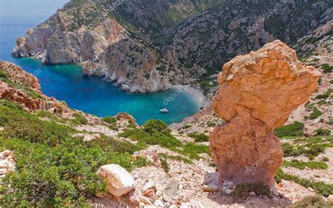 lade ricaricabili baia di faros polyaigos isola cicladi grecia foto