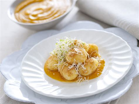 cucinare i gnocchi come cucinare gli gnocchi sale pepe