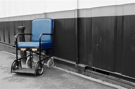 assistenza alla poltrona mobilizzazione paziente dal letto alla poltrona una
